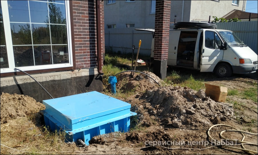 Необходимо установить насос, завести воду от скважины в дом, поставить автоматику и фильтр и вывести кран для полива участка.